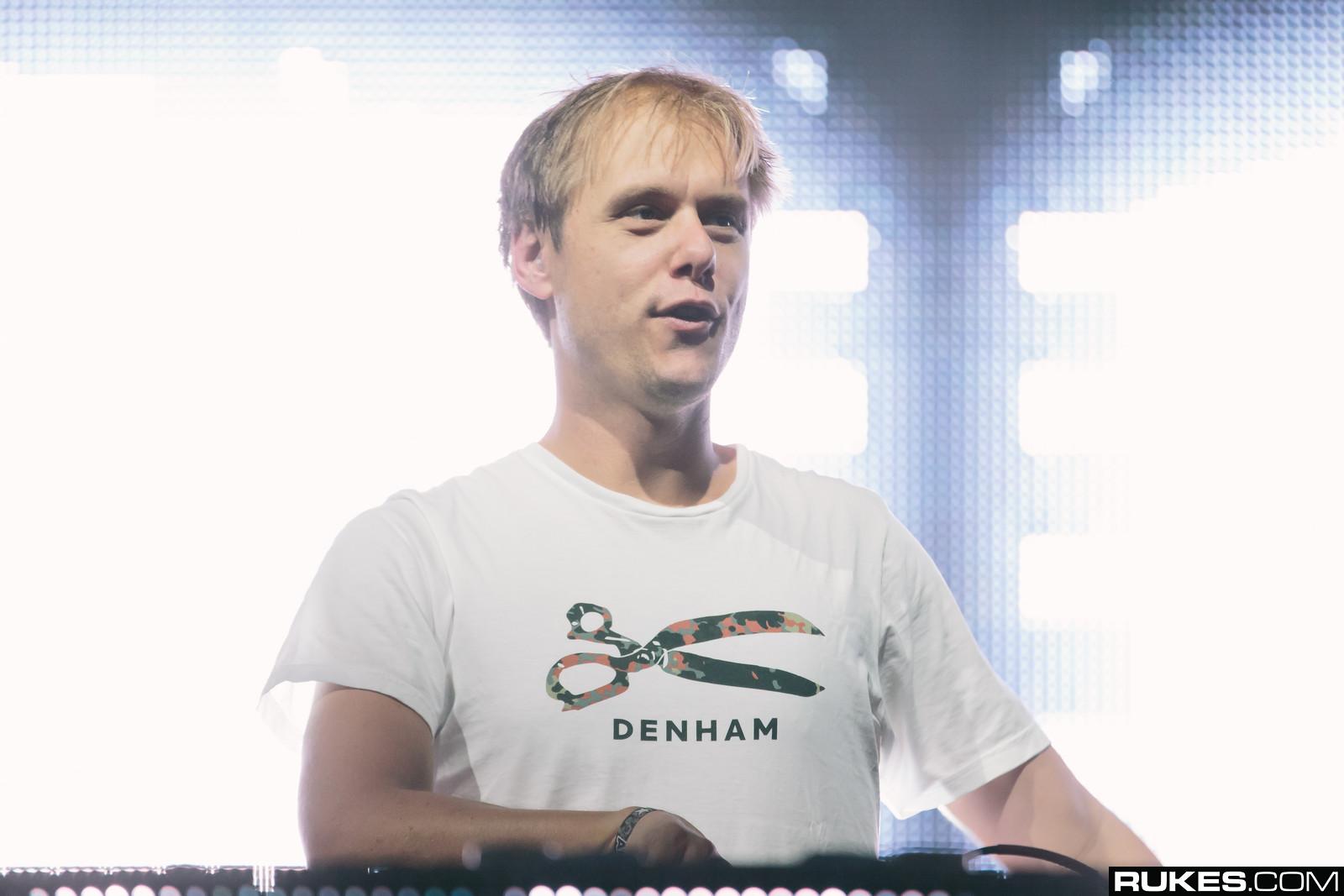 Armin Van Buuren zeigt euch sein Tomorrowland Set 2015
