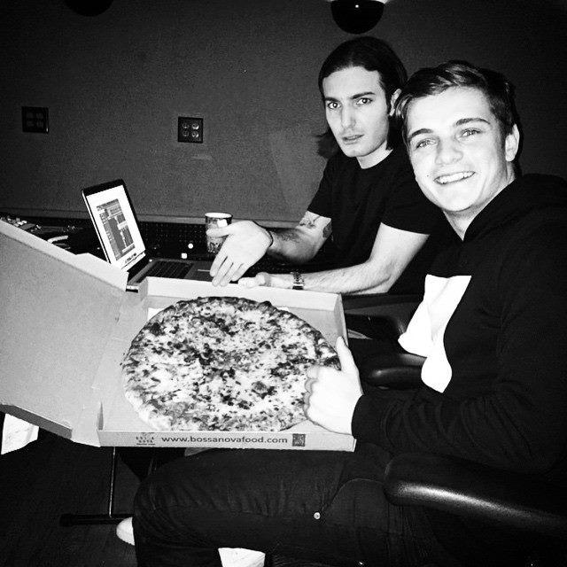 Alesso Martin Garrix Pizza