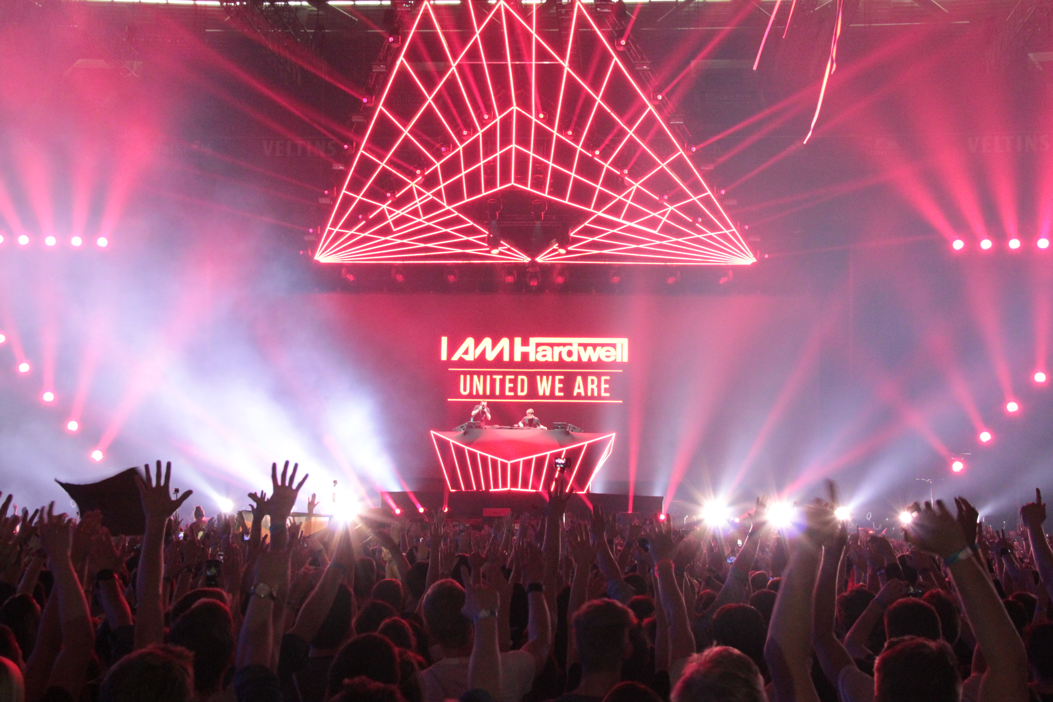 Hardwell @ Big City Beats World Club Dome Veltins Arena 7. november gelsenkirchen united we are