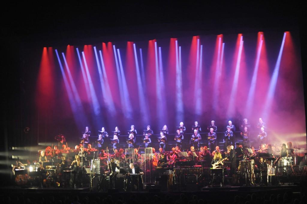 o_10_HANS-ZIMMER_live-on-tour-2016_Foto_Steve-Gillet