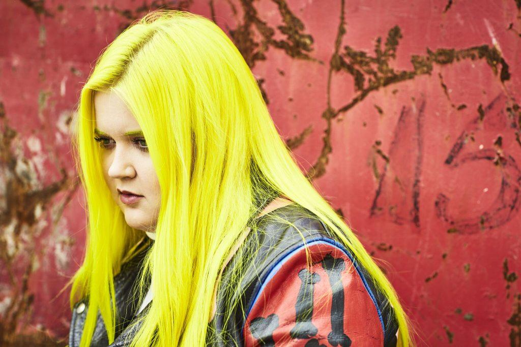 """Alma mit """"Dye my Hair"""""""