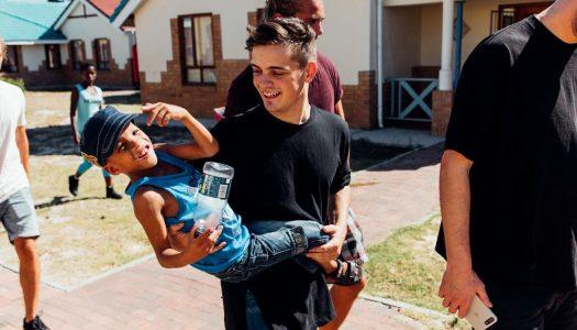 Martin Garrix will SOS Kindern helfen eine Familie zu finden